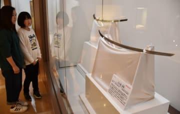 那須与一が屋島の合戦で帯びていたとされる太刀(右)と拵