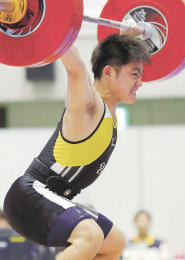 重量挙げ少年男子69キロ級 スナッチで133キロの高校新記録をマークした佐藤