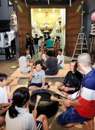秋祭りに向け、太鼓の練習に励む子どもたち=姫路市飾磨区天神(撮影・斎藤雅志)