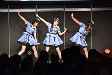テレビアニメ「ガーリー・エアフォース」のオープニングテーマ「Break the Blue!!」を担当する「Run Girls,Run!」