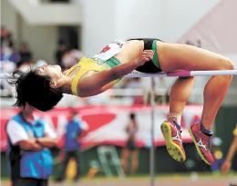 成年女子走り高跳び決勝 1メートル75で4位入賞した石岡