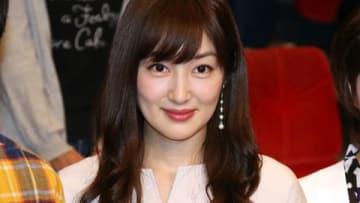 連続ドラマ「結婚相手は抽選で」の制作発表会見に役衣装で登場した高梨臨さん