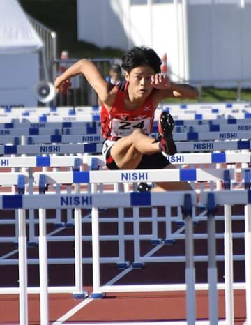 陸上少年男子共通110㍍障害・今大会初の大会新など記録ずくめの優勝を果たした多和田旭=9・98スタジアム