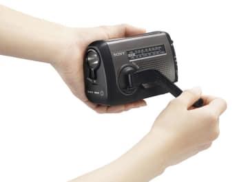 Hand-cranked radio