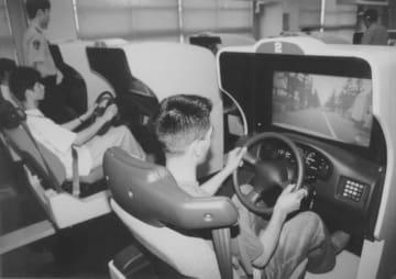 交通安全の基本を再確認したヤングドライバー指導者研修会=県警運転免許試験場