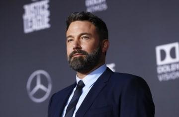 10月4日、米俳優ベン・アフレック(46)はリハビリ施設での40日に及ぶアルコール依存症治療を終えたことをインスタグラムで明らかにした。ただ、治療は「生涯に渡る困難な戦い」になるとも話した。2017年11月にロサンゼルスで撮影 - (2018年 ロイター/Mario Anzuoni)
