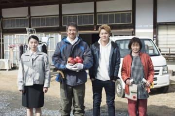 映画「家族のはなし」に出演する(左から)成海璃子さん、岡田将生さん、時任三郎さん、財前直見さん(C)「家族のはなし」製作委員会