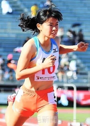 陸上成年女子400メートル決勝 1位に0秒03差で2位に入った岩田=福井県営陸上競技場