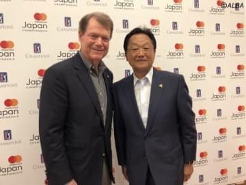 記者発表に出席したトム・ワトソン(左)と倉本昌弘PGA会長(撮影:ALBA)