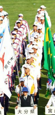 総合閉会式で整列する県選手団ら=福井市