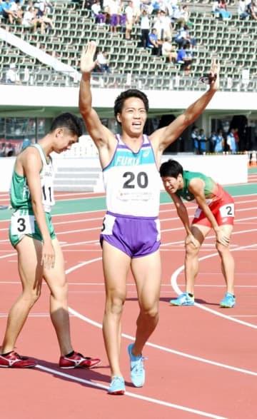 陸上成年男子800メートル決勝で1分47秒45の大会新記録で優勝した村島匠=10月9日、福井県福井市の9・98スタジアム