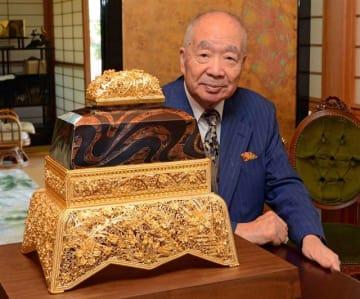 高野山金剛峯寺に献納する「金剛峯」と林さん