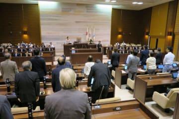 がん医療の水準向上などを盛り込んだ市がん克服条例案を全会一致で可決した横須賀市議会 =9日