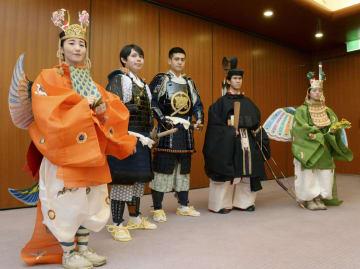 京都三大祭りの一つ「時代祭」を前に新調された久坂玄瑞(中央)などの衣装=10日午後、京都・平安神宮