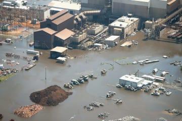 17年のハリケーン「ハービー」による洪水で浸水した米テキサス州ヒューストン近郊(ゲッティ=共同)