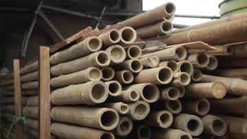 ペルーの建築家、竹を組んで自転車製作