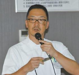 「背骨の変形と治療」について解説する小谷副院長・整形外科長