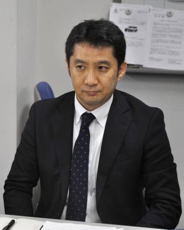 リコールについて説明するスバル広報部の小松利充担当部長=11日午後、東京都港区