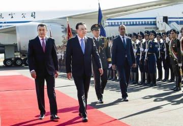 李克強総理がタジキスタン到着 SCO加盟国首脳会議出席へ
