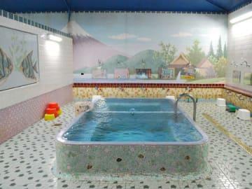 浴室では富士山のモザイクタイル絵が迎えてくれる(大津市逢坂2丁目・小町湯)