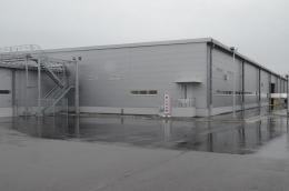 本社敷地内に完成した新開発棟