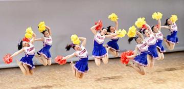 福井県福井市内で開かれた公演で、はつらつとした演技を披露するJETS=2018年8月