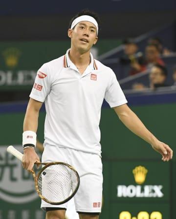 シングルス準々決勝でロジャー・フェデラーにポイントを奪われた錦織圭=上海(共同)