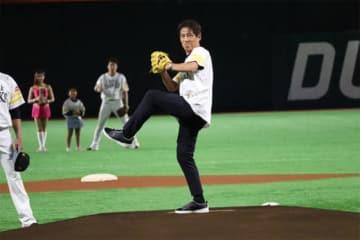 始球式を行った西野朗氏【写真:編集部】