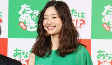 東洋水産のカップ麺「赤いきつね」「緑のたぬき」のイベントに登場した足立梨花さん