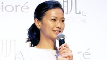 写真展「肌。Biore×篠山紀信 0→100歳 展」のオープニングイベントに登場した榮倉奈々さん
