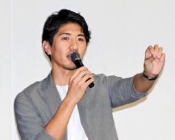 前例のないことに挑戦する大切さを説いた田中大貴さん=小野高校