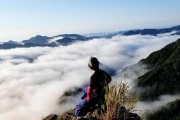 台風一過の雪彦山頂には雲海が広がっていた=9月5日、姫路市夢前町(坂田さん提供)