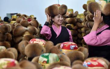 チベット帽子生産による貧困脱却 チベット自治区