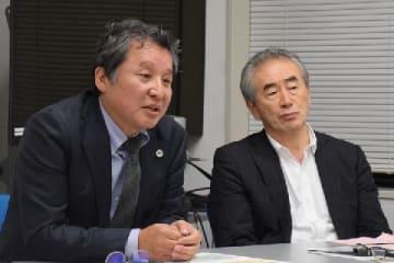伊達俊二弁護士(左)、小川原優之弁護士(10月11日、東京・霞が関の弁護士会館)