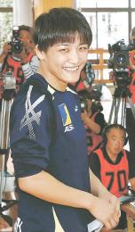 全日本女子オープン選手権で優勝し、記者会見後に笑顔を見せる伊調選手=14日、静岡県三島市