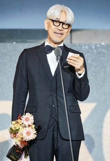 開幕式でスピーチする坂本龍一氏(釜山国際映画祭事務局提供)