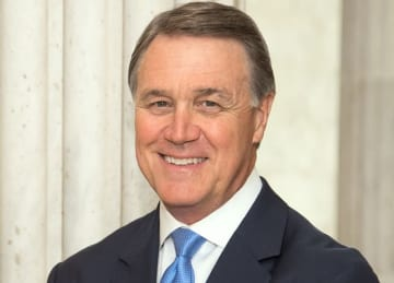 Georgia GOP Sen. David Perdue takes college student's phone away