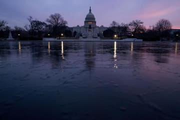 高水準の財政赤字を計上した米連邦議会議事堂=ワシントン(AP=共同)