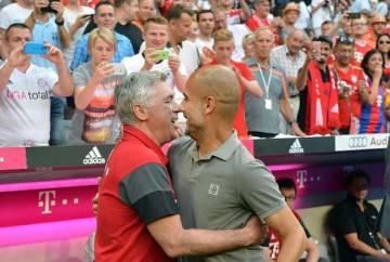 スポーツイベントで共演したグアルディオラ監督(右)とアンチェロッティ監督(左)。写真は2016年時のもの photo/Getty Images