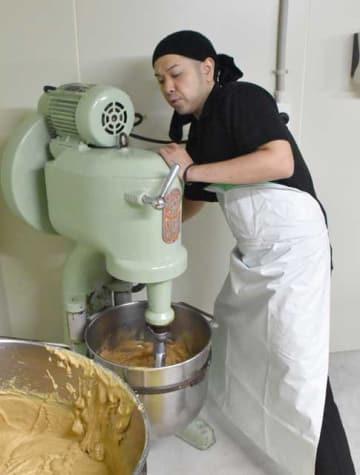 「丹治鍋だし」の製造を再開したきりしま食品の植木さん