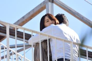 新垣結衣さんが出演する連続ドラマ「獣になれない私たち」第2話場面写真=日本テレビ提供