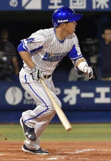適時打を放つ田中内野手=2017年5月、横浜