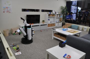 Fully autonomous in-home cleaning robot