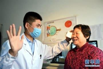 貧困地区の高齢者に「光明」届ける医療支援プロジェクト―山東省