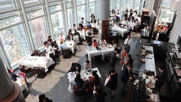 セミナー後の商談会も盛り上がりを見せた=16日、シンガポール中心部(NNA撮影)