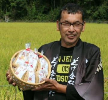 「いり具合が絶妙で最高の焼き米に仕上がった」と話す河野真会長