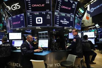 16日のニューヨーク株式市場(ゲッティ=共同)