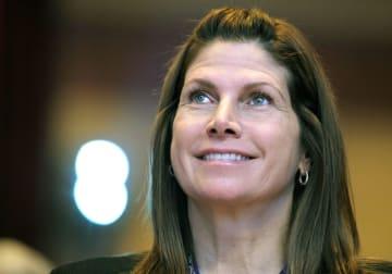辞任した米国体操協会のメアリー・ボノ会長兼CEO代行=2011年2月12日、ワシントン(AP=共同)