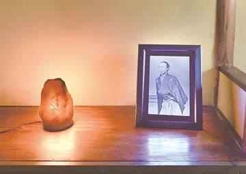 松陽産業、微細孔アート「坂本龍馬像」のLEDパネルを発売