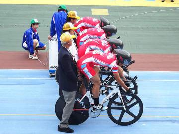 男子4000メートル団体追い抜きを制した岐阜=取手競輪場
